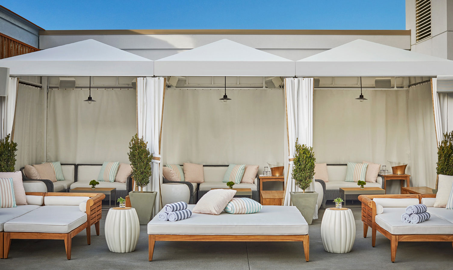 Daybeds & Cabanas