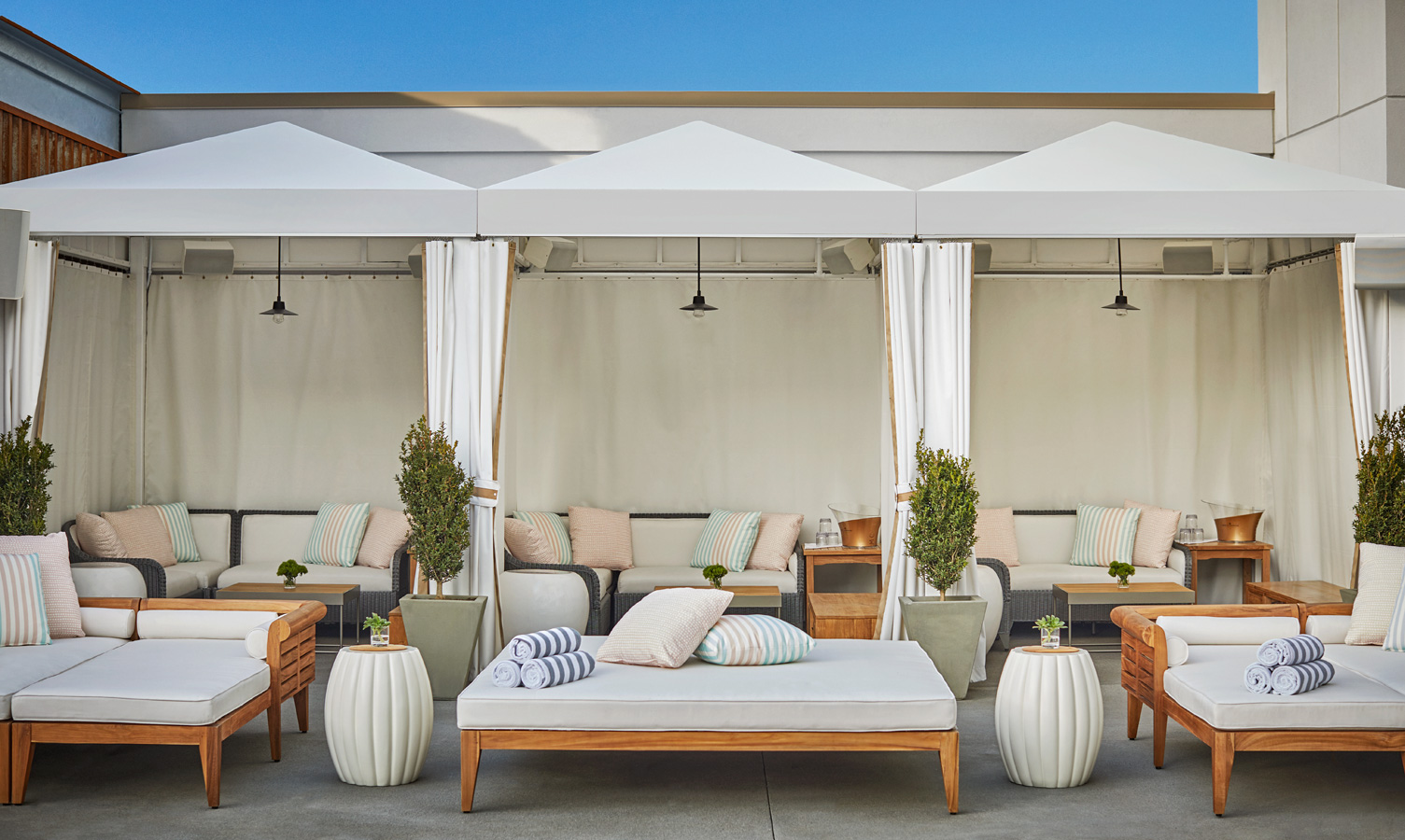 Pool House San Diego - Rooftop Bar Poolside Cabana