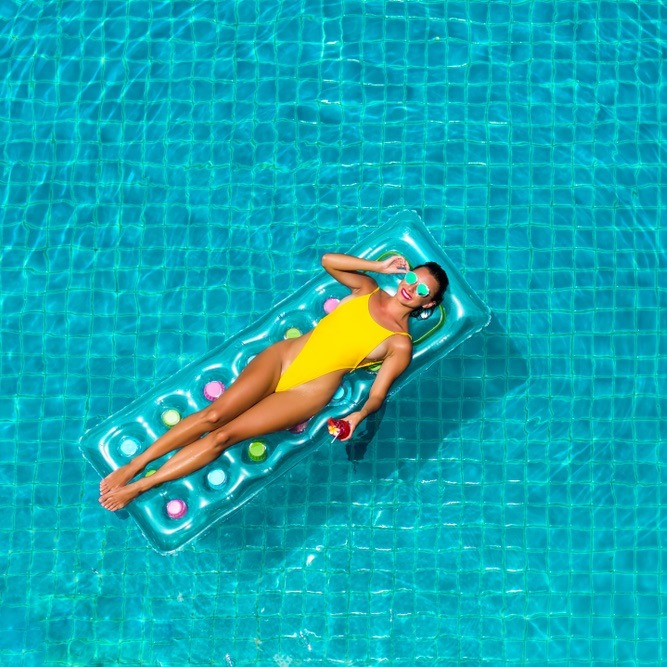 woman-in-pool